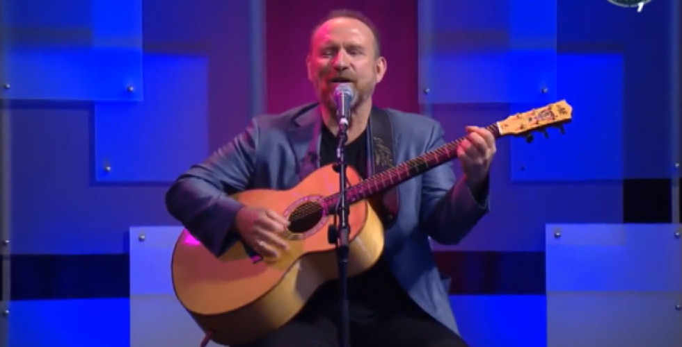 """Colin Hay playing """"My Brilliant Feat"""" at Total Football show"""