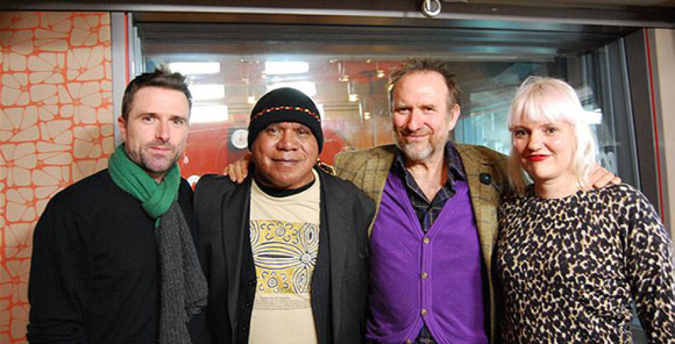 "Colin Hay and Archie Roach singing ""We Won't Cry"""